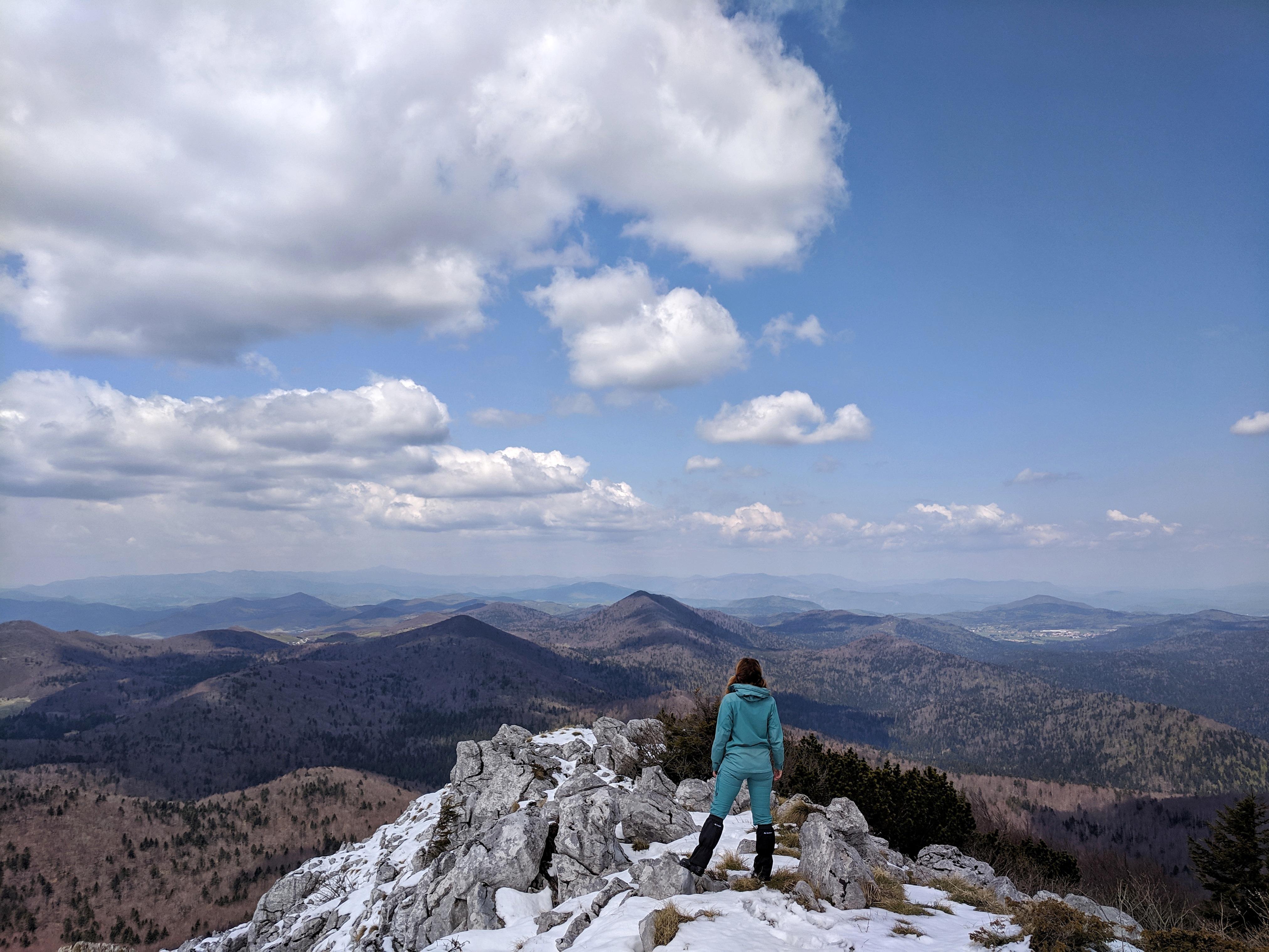 Tražiš vrh čiji pogled oduzima dah? Uputi se na Kulu, najviši vrh Bjelolasice.