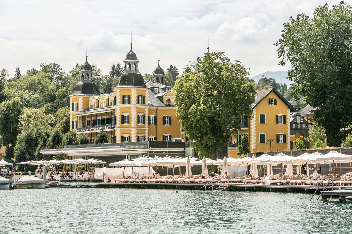 Tko ne bi htio prespavati u ovom legendarnom žutom dvorcu?