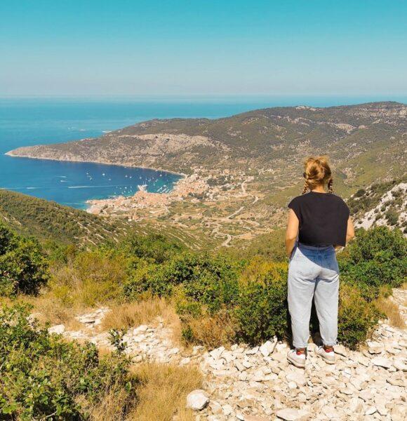 Veliki ljetni vodič: Što sve vrijedi posjetiti i doživjeti na otoku Visu?