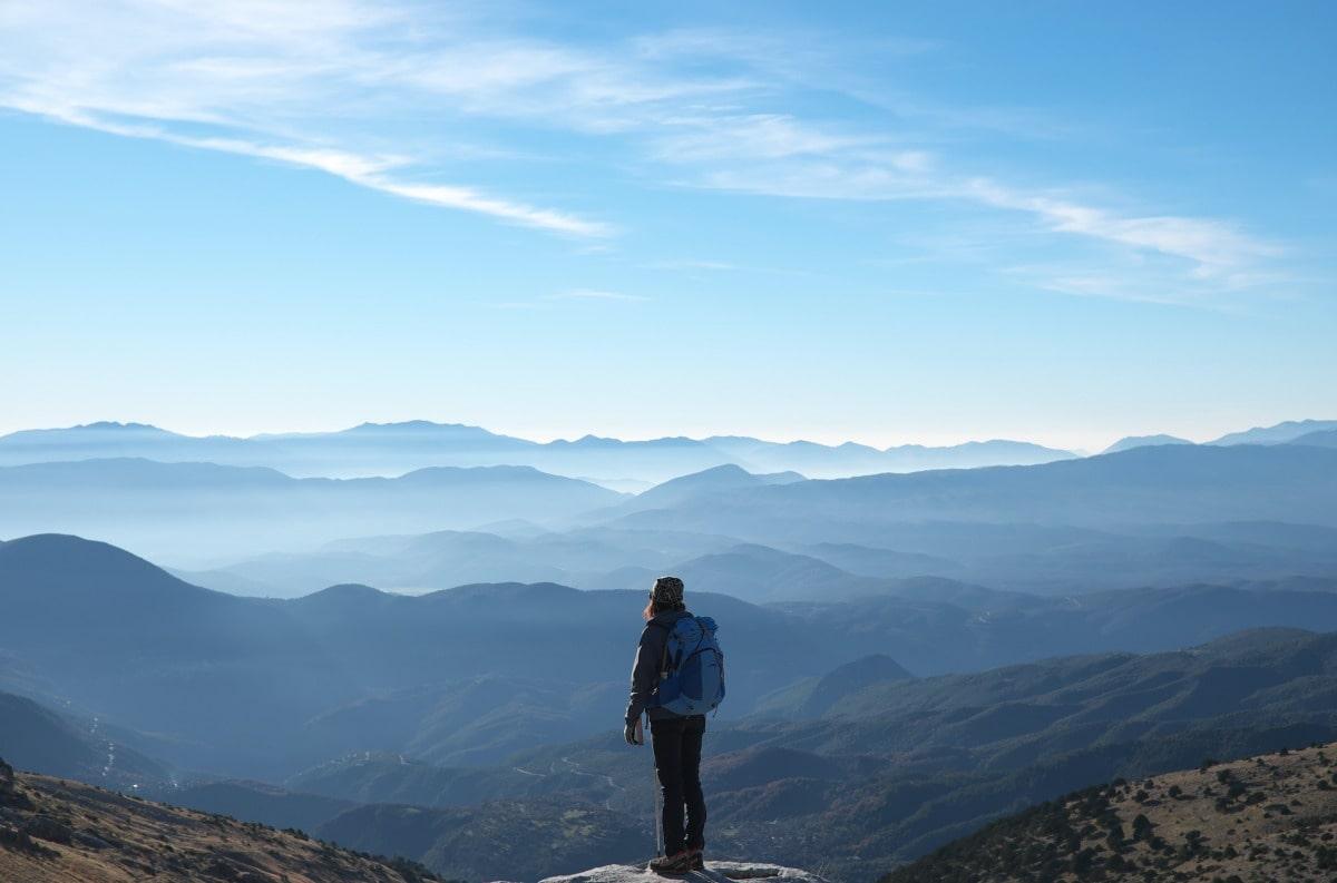 A što kažeš na to da kao iskusni planinar prestaneš vrijeđati i osuđivati, a umjesto toga educiraš?